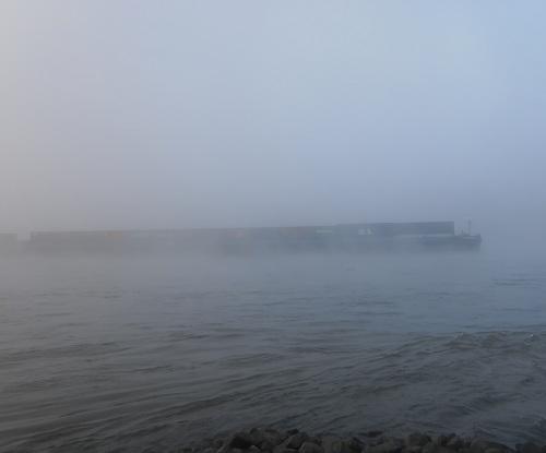 Tanker im Nebel